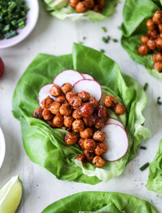 crunchy BBQ chickpea lettuce wraps I howsweeteats.com #chickpeas #lettucewraps #vegetarian #bbqsauce