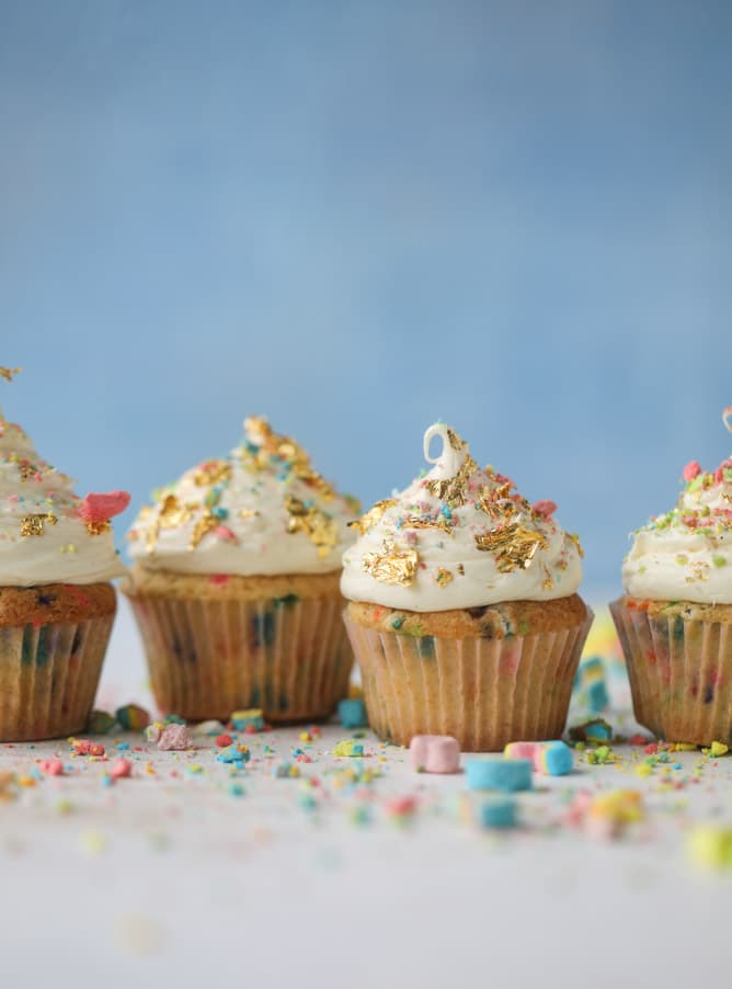 lucky charms cereal milk cupcakes I howsweeteats.com #luckycharms #cupcakes #cerealmilk #cake #funfetti #confetti #sprinkles