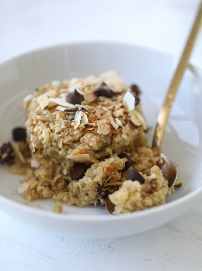best ever baked oatmeal I howsweeteats.com #baked #oatmeal #breakfast #brunch