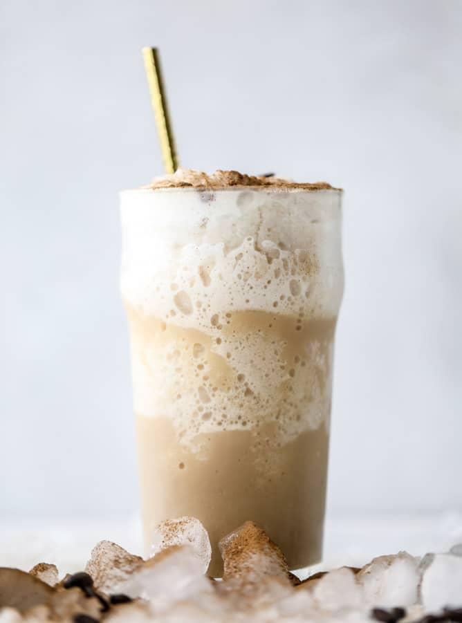 frozen irish cream cappuccinos I howsweeteats.com #coffee #frappuccino #cappuccino #frozen #irishcream #baileys