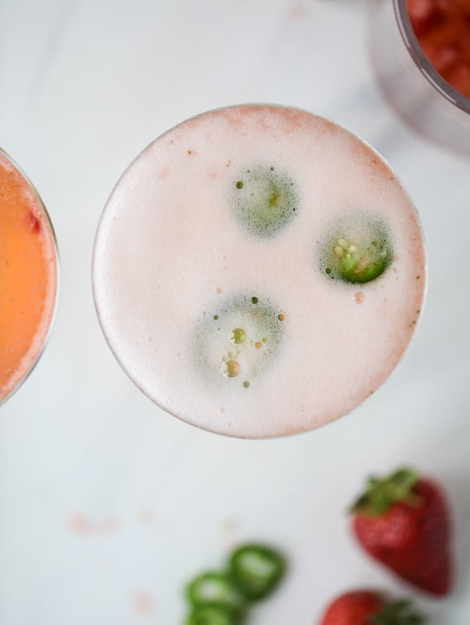 strawberry champagne tequila fizz I howsweeteats.com #strawberry #champagne #tequila #cocktail #jalapeno