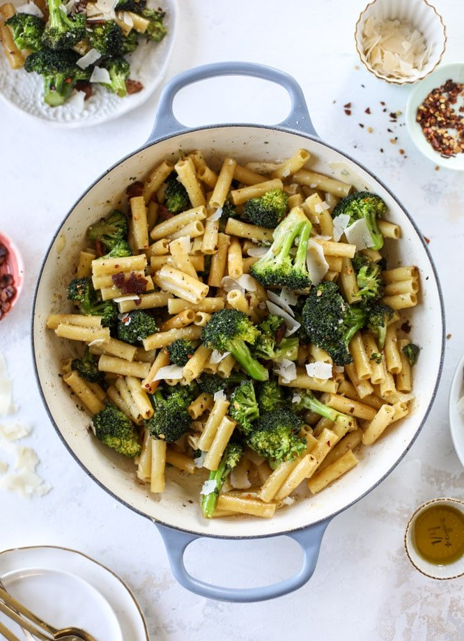 This is the easiest weeknight bacon broccoli pasta that can come together in minutes! Super flavorful and filled with crispy bacon, fresh broccoli, shaved parmesan and crushed red pepper, it's delicious on its own or as a base for more veggies or meat! I howsweeteats.com #bacon #broccoli #pasta #easy #dinner #recipes