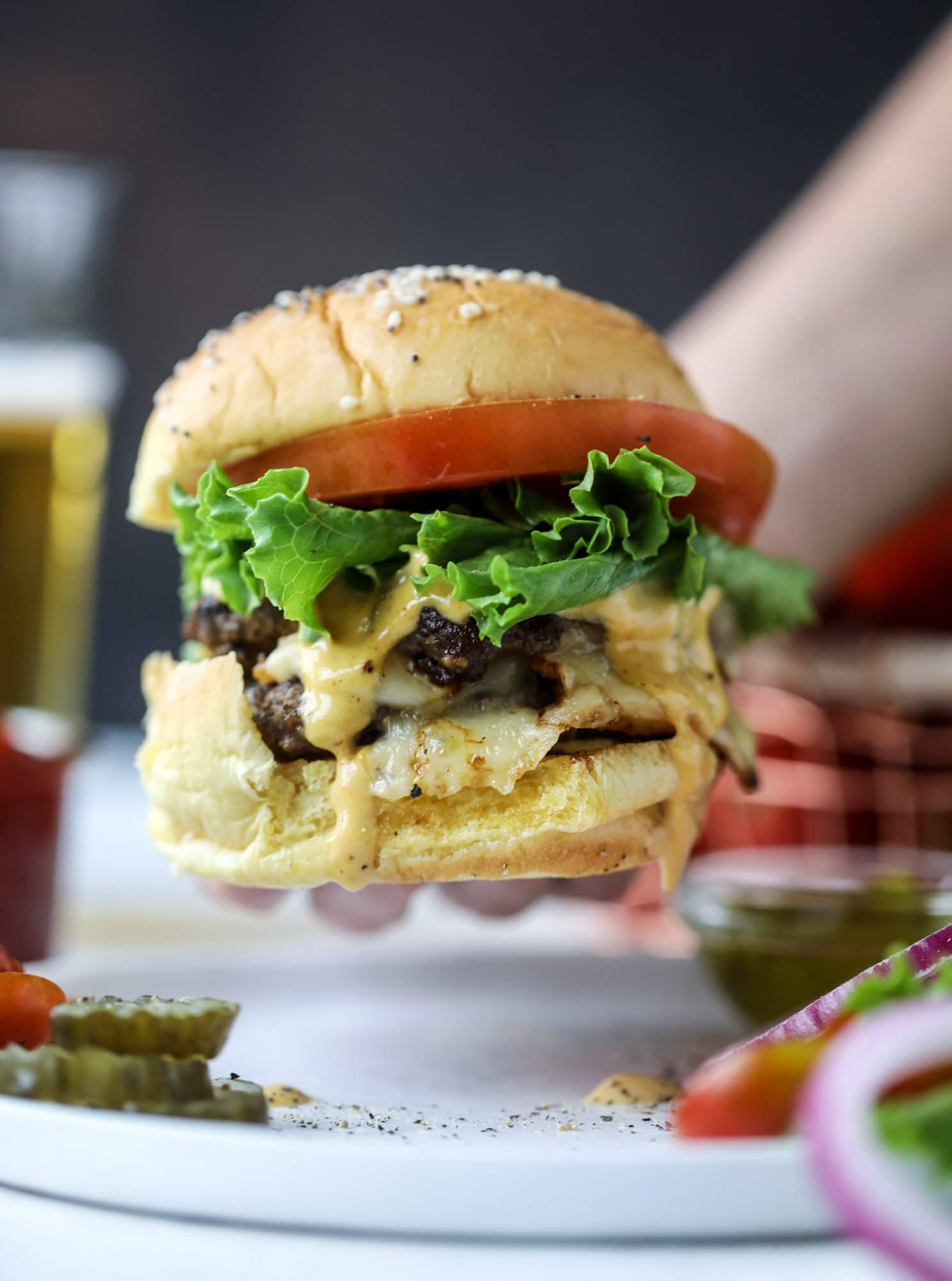 These smash burgers are to die for! All you need are a few ingredients and 30 minutes to make these smash burgers happen. Topped with melty smoked gouda and topped with a creamy, tangy house sauce, these are the best burgers ever! I howsweeteats.com #smash #burgers #smoked #gouda #special #sauce