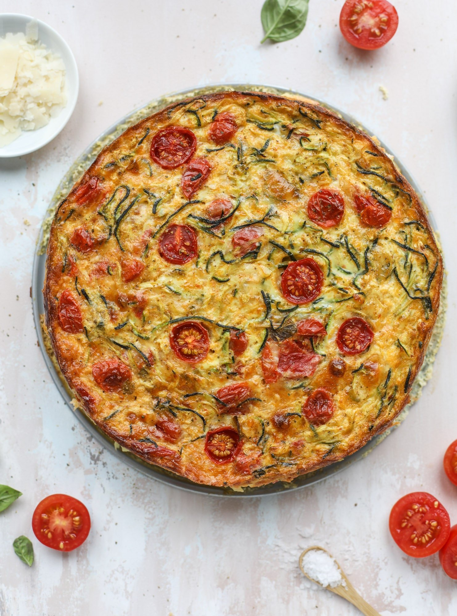 This zucchini pie recipes is absolutely divine and perfect for breakfast or dinner! Completely with garlic and blistered tomatoes, it combines cheese and egg to make a to-die-for frittata-like dish that can be eaten hot or cold! I howsweeteats.com #zucchini #pie #tomatoes #eggs #recipes #garden #summer