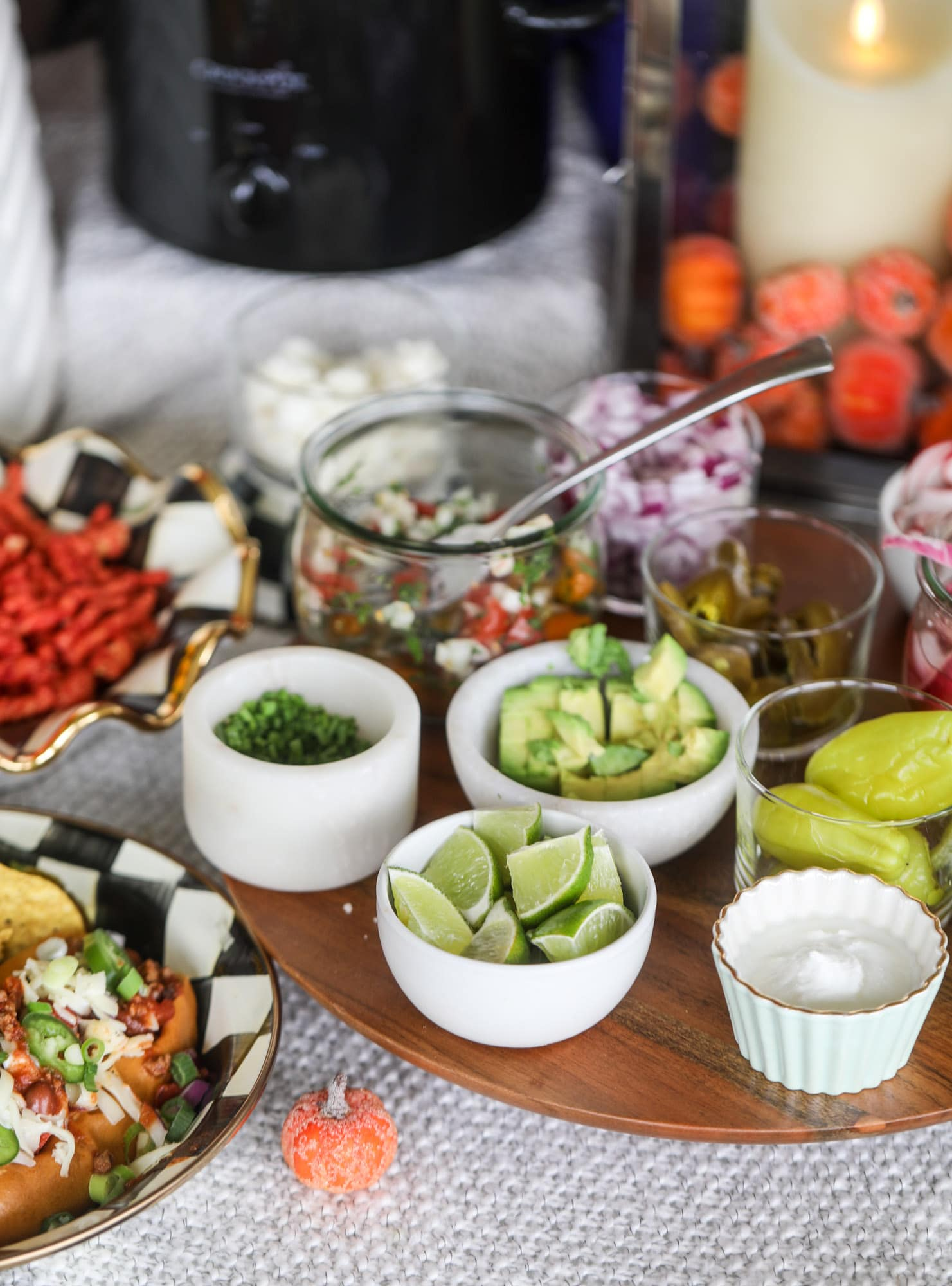 This is the best way to set up a chili bar! All my tips and tricks for setting up a perfect chili bar with multiple toppings, a nacho bar, hot dogs - all done with prep to make the day of the party super easy! This chili bar is goals. I howsweeteats.com #chili #bar #how #to