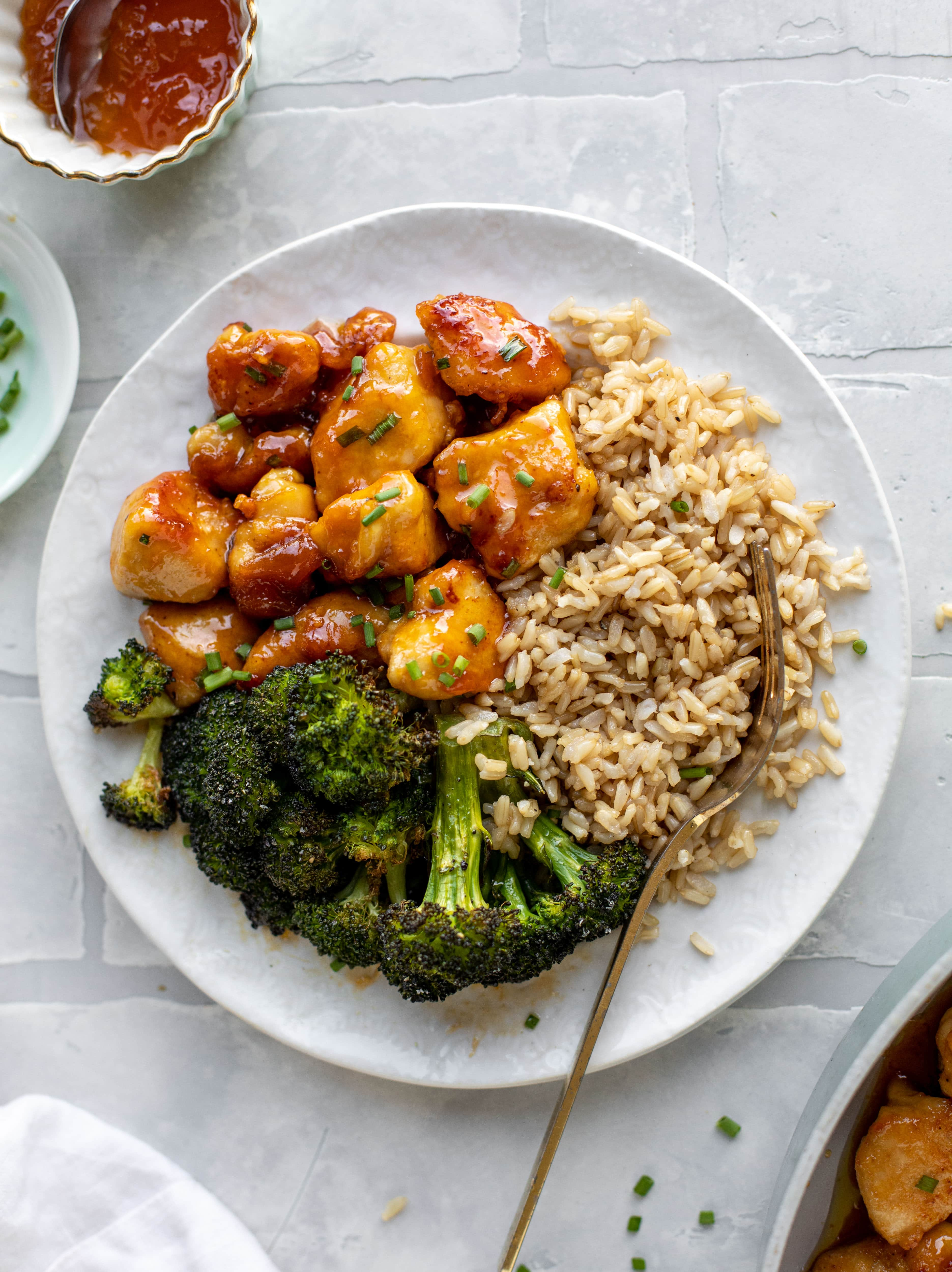 This sticky apricot chicken is so juicy and delicious! The chicken is seared and glazed with a jammy apricot sauce. Serve with broccoli and rice!