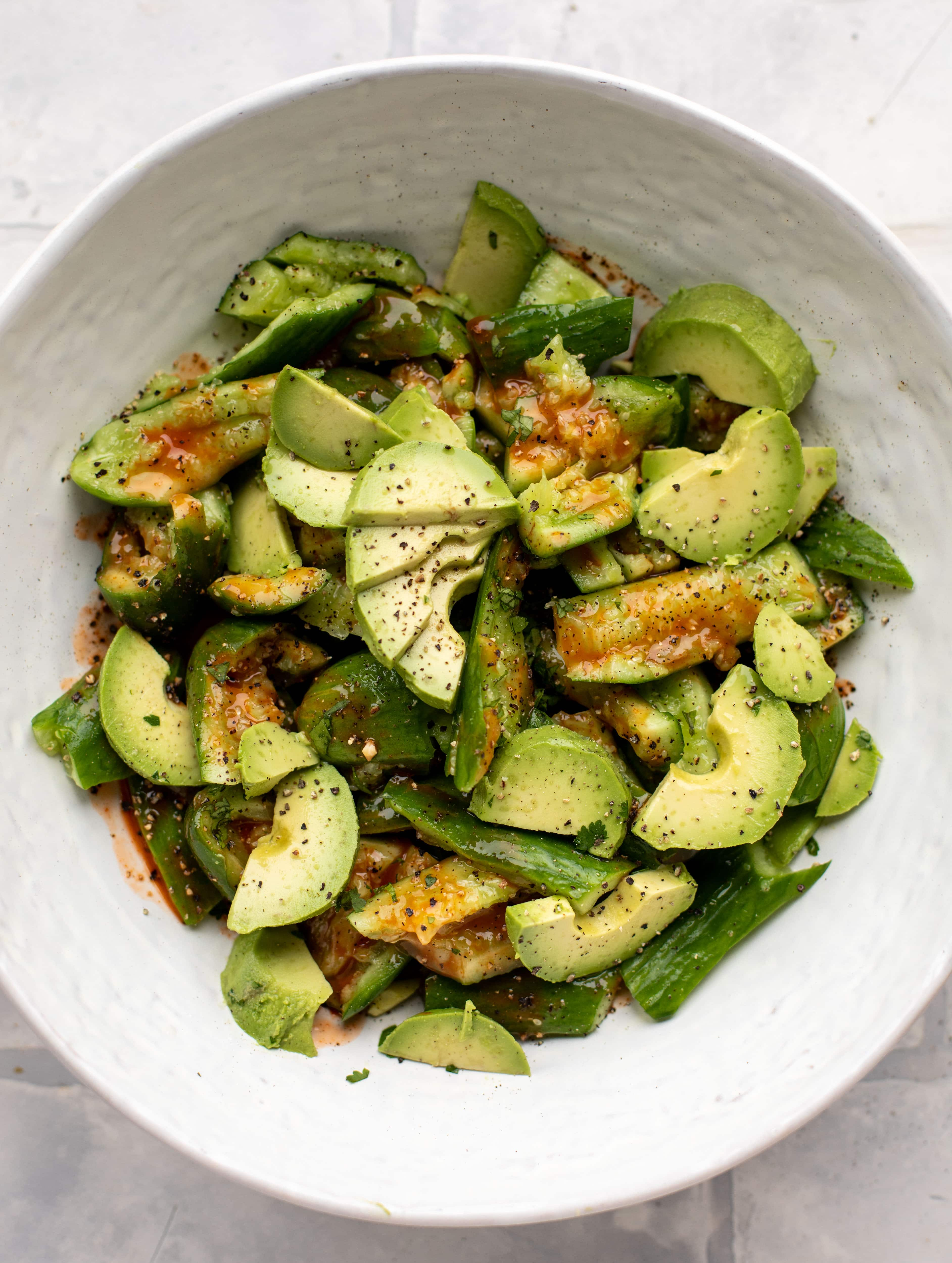 This smashed buffalo cucumber salad is filled with tons of buffalo wing flavor! Avocado, blue cheese, peanuts and lime juice make this irresistible.