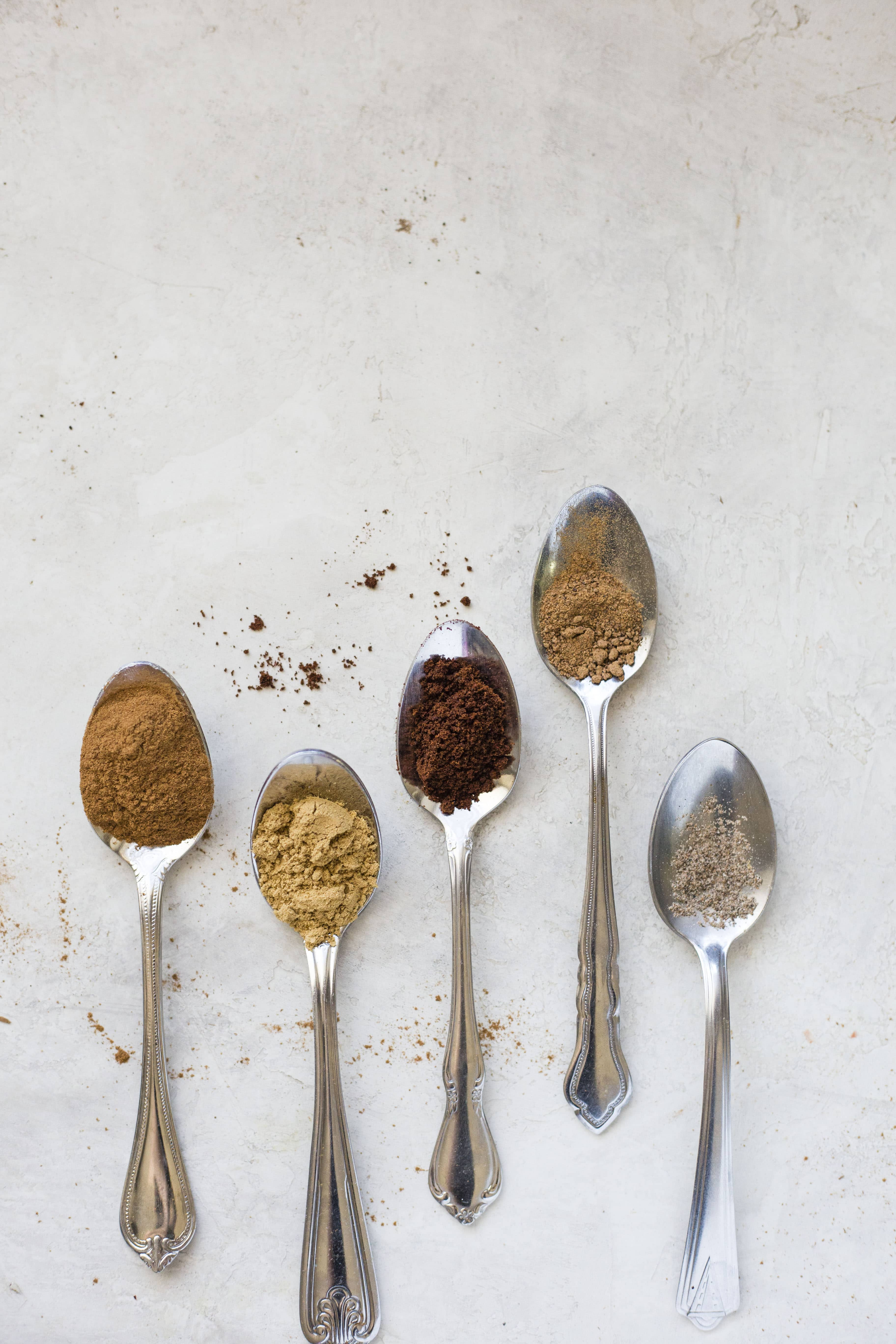 Here is exactly how you make your own homemade pumpkin pie spice! Blend together a few spices and you won't have to buy a jar ever again! It's economical, fun and you can decide how flavorful you want your pumpkin pie spice! I howsweeteats.com #pumpkin #pie #spice