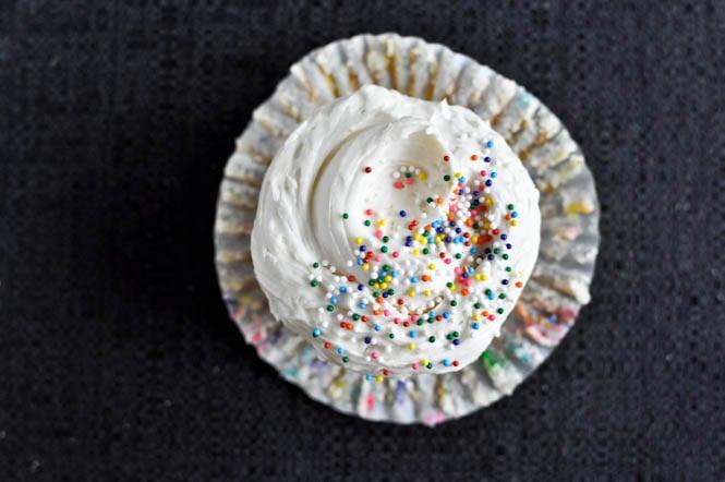 Homemade Funfetti Cupcakes I howsweeteats.com