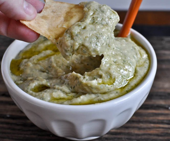 Roasted Garlic and Dill White Bean Dip I howsweeteats.com