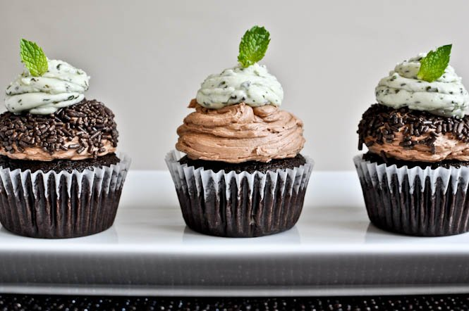Milk Chocolate Cupcakes with Fresh Mint Frosting I howsweeteats.com