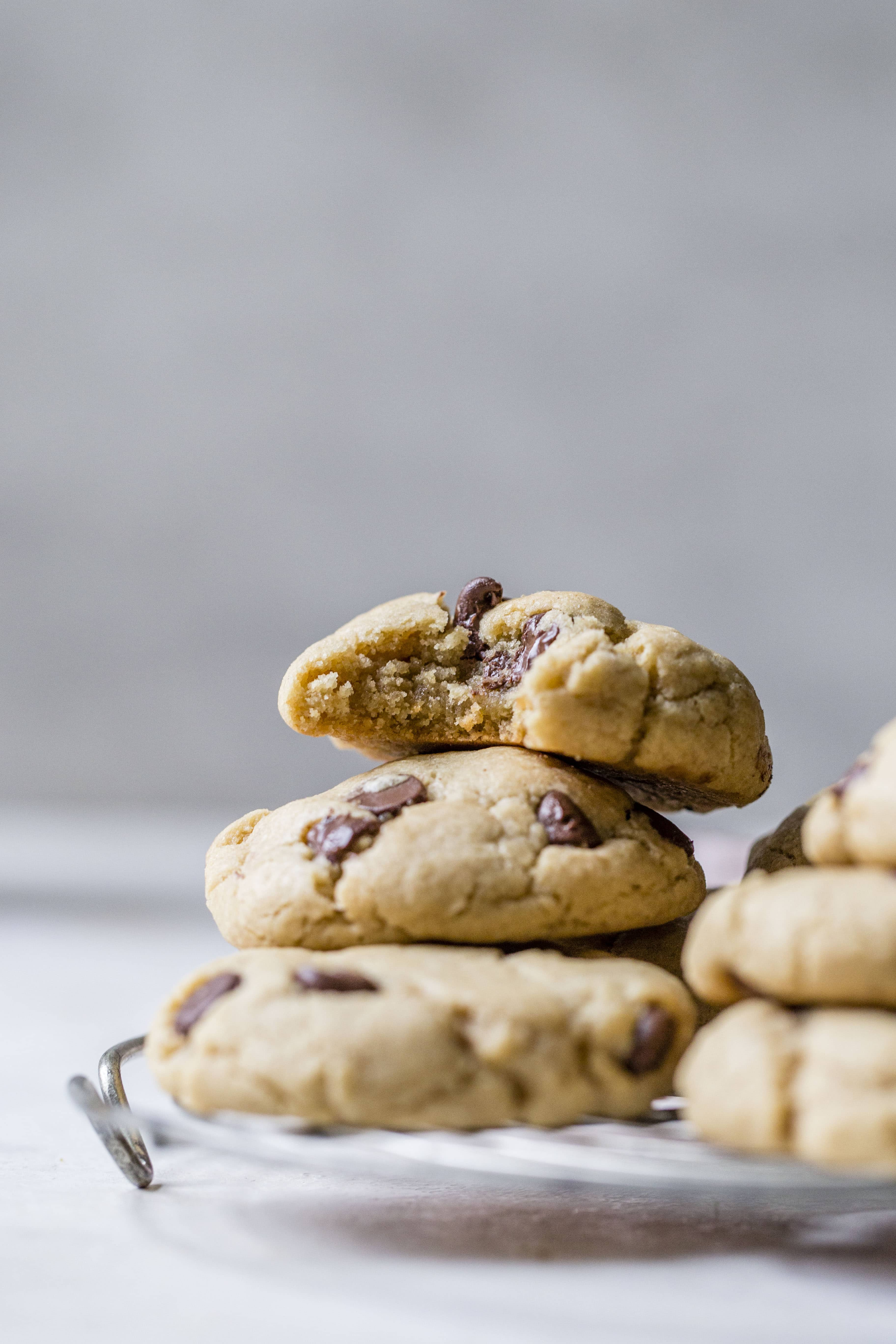 These puffy peanut butter cookies with chocolate chips are my most favorite peanut butter chocolate chip cookie ever! They are soft but also a little chewy and the combination is just to die for! Comes together super easily too. I howsweeteats.com #peanutbutter #cookies