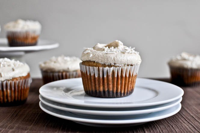 Brownie Banana Bread Cupcakes with Brown Sugar Frosting I howsweeteats.com