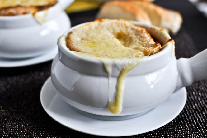 Crockpot French Onion Soup I howsweeteats.com