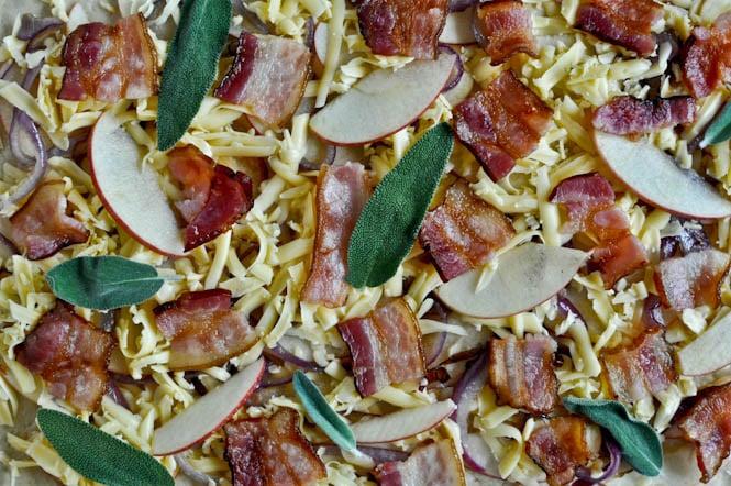 Whole Wheat Autumn Apple Pizza I howsweeteats.com