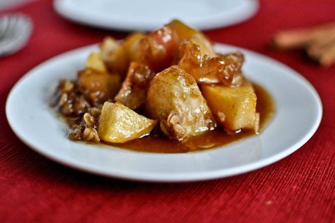 Crockpot Caramel Apple Crumble I howsweeteats.com