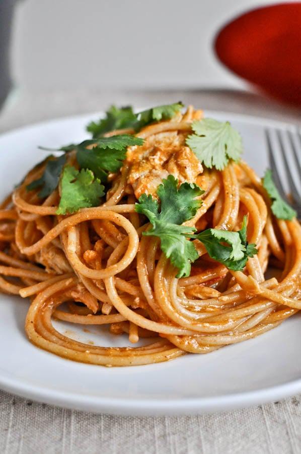 Chicken Enchilada Spaghetti I howsweeteats.com