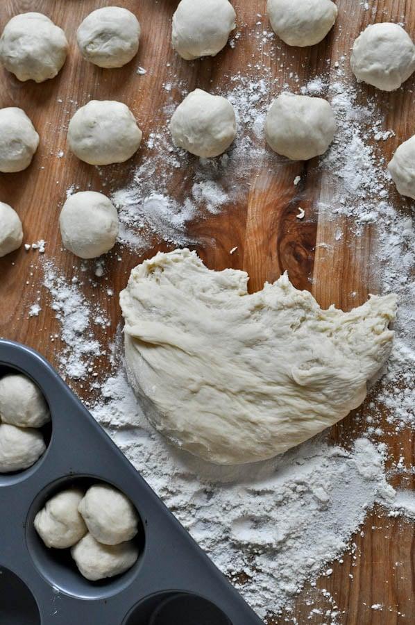 Buttery Cloverleaf Rolls I howsweeteats.com