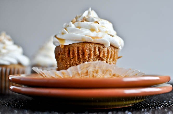 Sweet Potato Pie Cupcakes with Marshmallow Frosting I howsweeteats.com