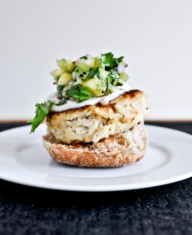 Crab Cake Sliders with Pineapple Kiwi Salsa I howsweeteats.com
