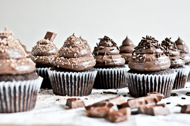 Chocolate Lover's Cupcakes I howsweeteats.com