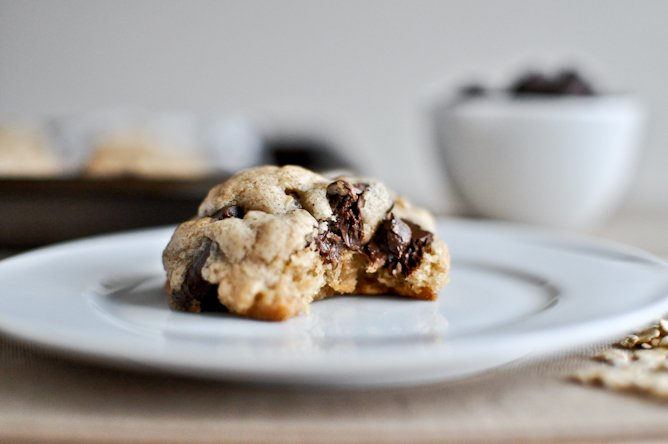 Brown Butter Oatmeal Chunk Cookies I howsweeteats.com