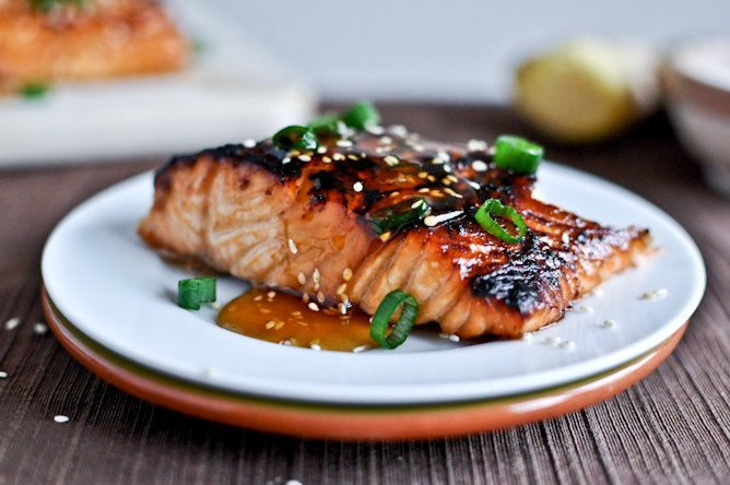 Toasted Sesame Ginger Salmon I howsweeteats.com