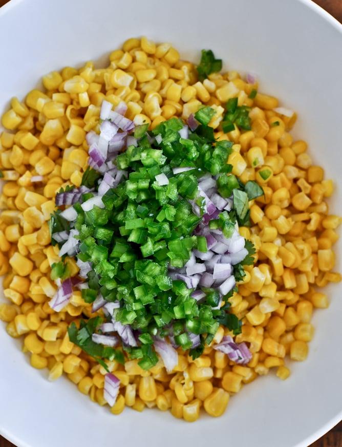 Just Like Chipotle's Corn Salsa I howsweeteats.com