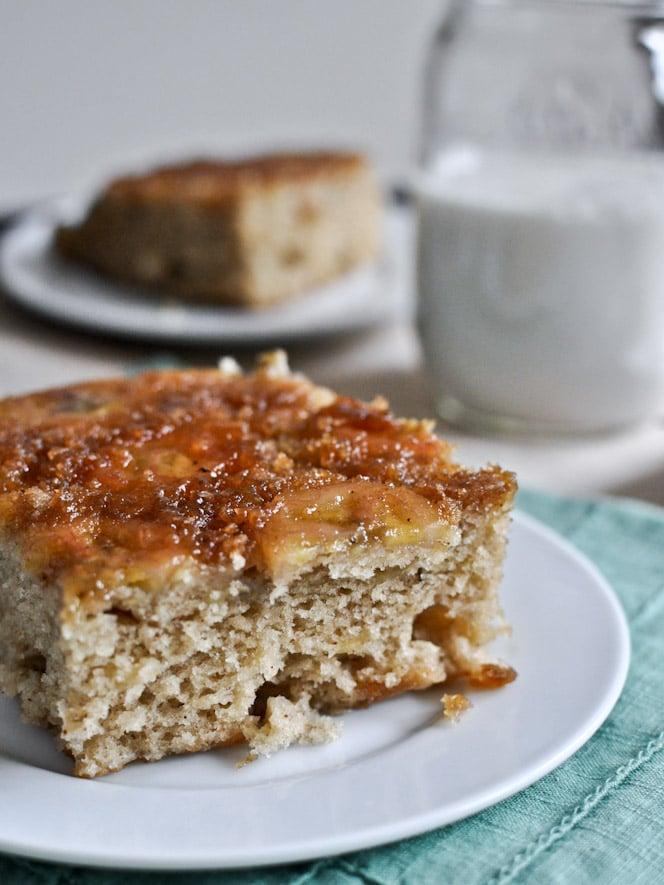 Upside Down Caramelized Banana Bread Skillet Cake I howsweeteats.com