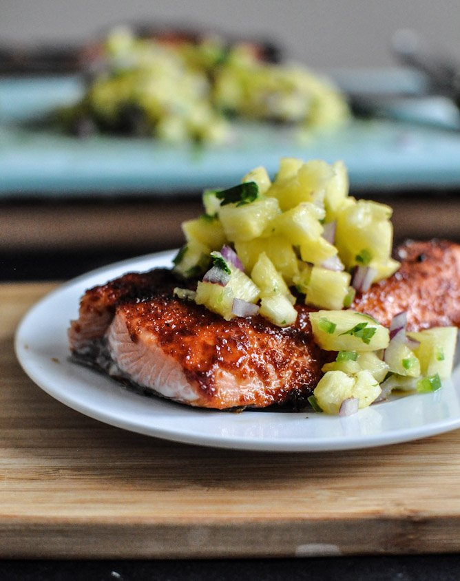 BBQ Spiced Salmon with Pineapple Jalapeño Salsa I howsweeteats.com
