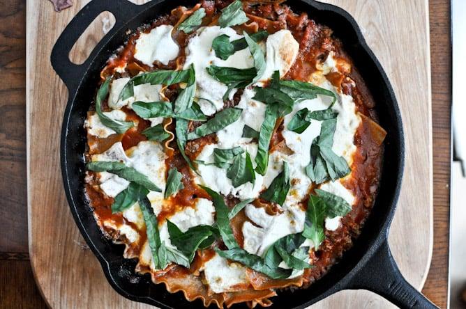 Quick + Easy Skillet Lasagna I howsweeteats.com