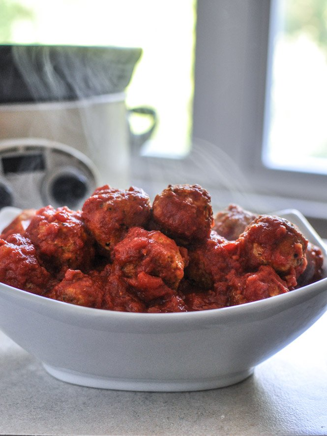 Slow Cooker Quinoa Turkey Meatballs - they're healthy, low calorie and mega delicious!
