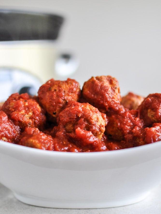 Healthy Crockpot Mini Turkey Meatballs I howsweeteats.com
