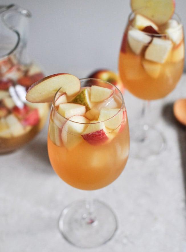 Apple Cider Sangria I howsweeteats.com