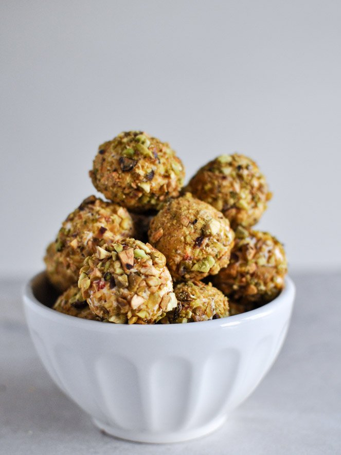 Roasted Red Pepper + Bacon Goat Cheese Truffles I howsweeteats.com