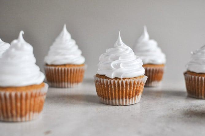 Pumpkin S'mores Cupcakes I howsweeteats.com