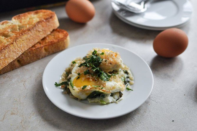 Fontina and Spinach Baked Eggs with Garlic Brown Butter Breadcrumbs I howsweeteats.com