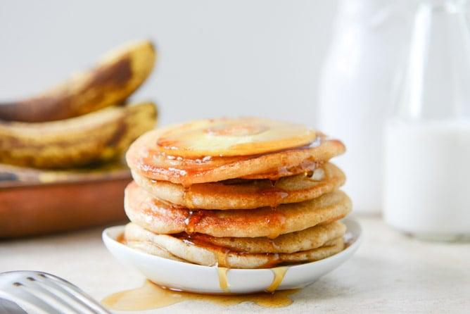 Vegan Pineapple Upside Down Banana Pancakes I howsweeteats.com