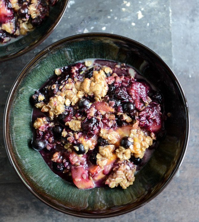 Fresh Peach, Blueberry + Basil Crisp I howsweeteats.com