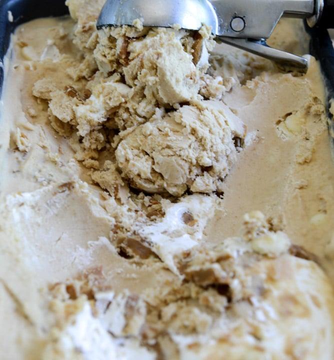 Fluffernutter Chip Ice Cream I howsweeteats.com