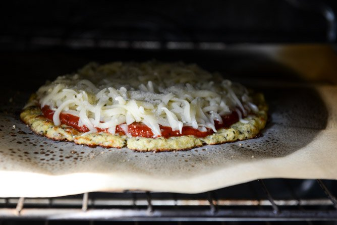 The Best Cauliflower Crust Pizza I howsweeteats.com