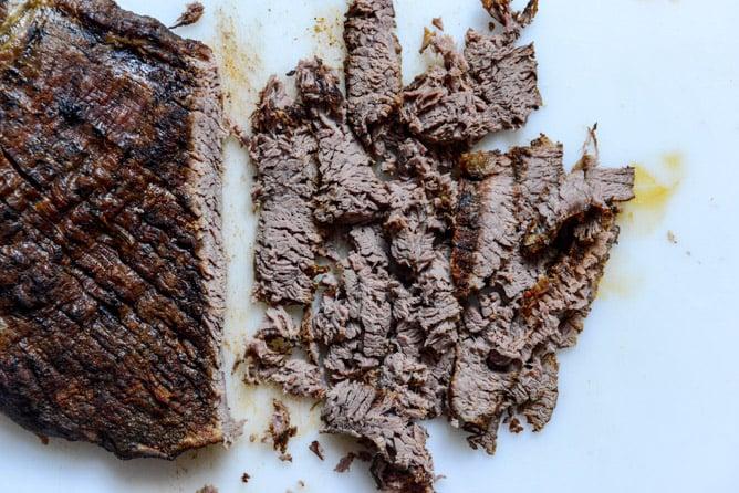 Crockpot Carne Asada Nachos I howsweeteats.com
