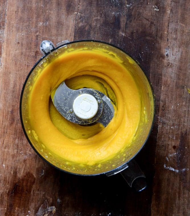 How To Make Homemade Pumpkin Puree I howsweeteats.com