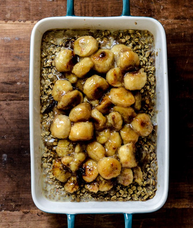 Eggnog Baked Oatmeal with Caramelized Bananas and Vanilla Bean Brown Butter I howsweeteats.com
