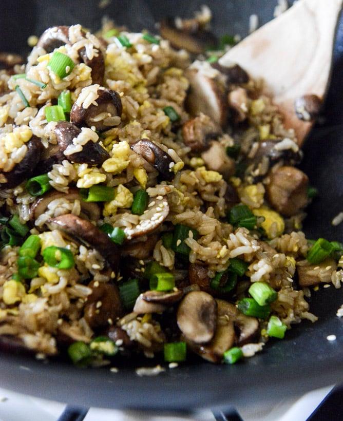 30 Minute Portobello Fried Brown Rice I howsweeteats.com
