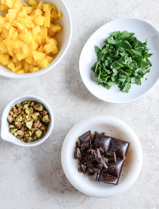 Vanilla Bean Chia Pudding with Fresh Mint, Mango, Pistachios + Dark Chocolate I howsweeteats.com