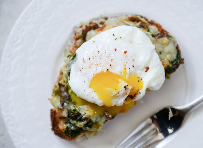 Broiled Fontina Toasts with Roasted Garlic and Poached Eggs I howsweeteats.com