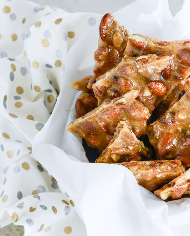 bacon almond brittle with vanilla beans I howsweeteats.com