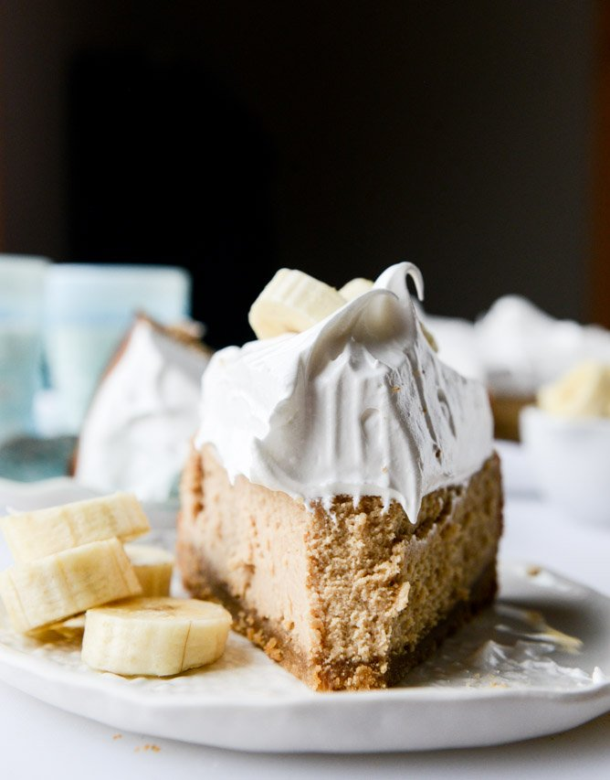 Peanut Butter Cheesecake with Marshmallow Frosting and Bananas