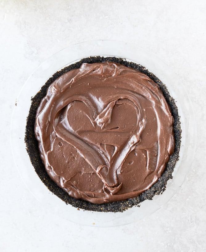 chocolate cream pie with vanilla whipped cream I howsweeteats.com